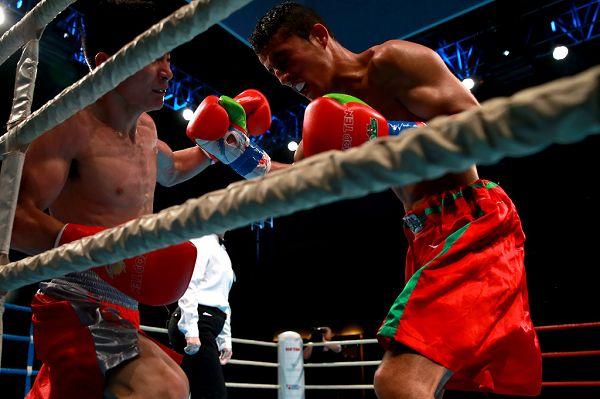 图文:WSB世界拳击联赛刁剑豪晋级 比赛激烈