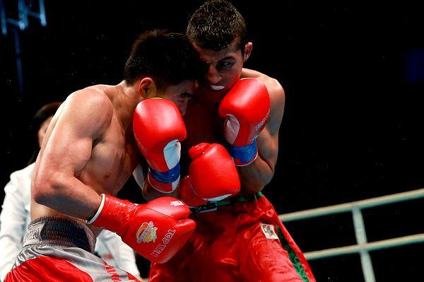 图文:WSB世界拳击联赛刁剑豪晋级 眼神