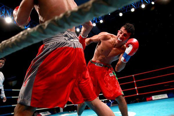 图文:WSB世界拳击联赛刁剑豪晋级 表情狰狞