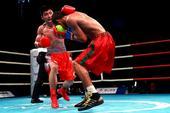 图文:WSB世界拳击联赛刁剑豪晋级 跳起出拳