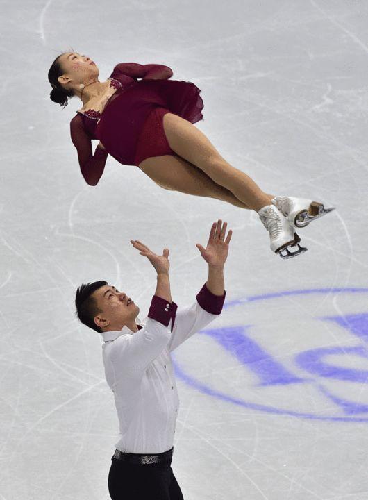 图文:花样滑冰四大洲赛 彭程张昊精彩抛举