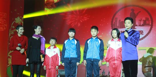 反应流动儿童问题的诗歌朗诵《北京,我来了》被崔永元认为是当晚最成功的节目