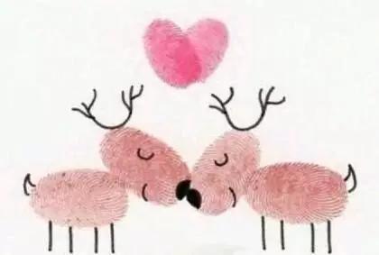 然后你来填几笔,让小手印变成可爱的小动物或植物,宝宝一定会觉得很