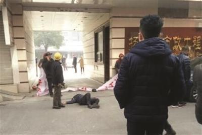 扬州闹市区打人现场。网络图片