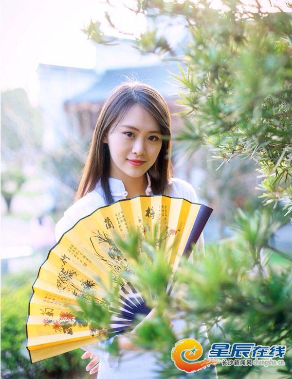 中央音乐学院校花潘杭苇向微长沙网友拜年(视频)