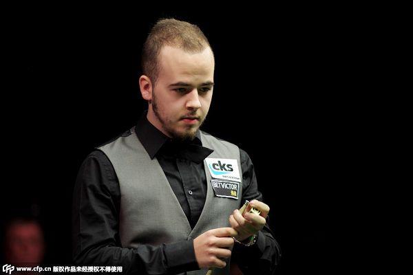 图文:威尔士公开赛半决赛 卢卡青春年少