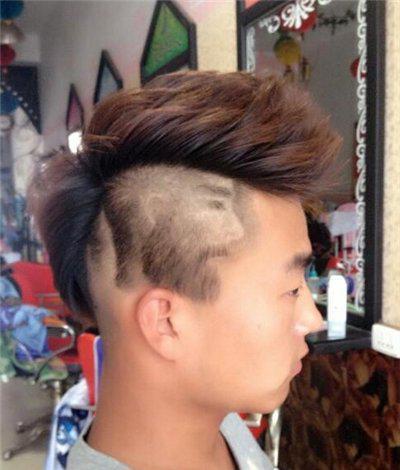 男士发型雕刻图案五:不喜欢短发的,又喜欢人物雕刻发型的你,就来看看图片