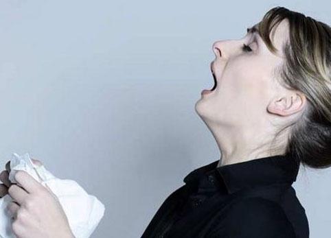 小朋友打喷嚏流鼻涕_8个月宝宝鼻塞打不了喷嚏 突然鼻塞流鼻涕打喷嚏-元珍母婴