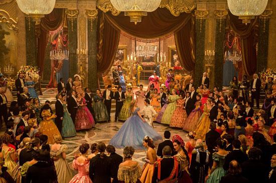 《灰姑娘》剧照-皇家舞会场景奢华