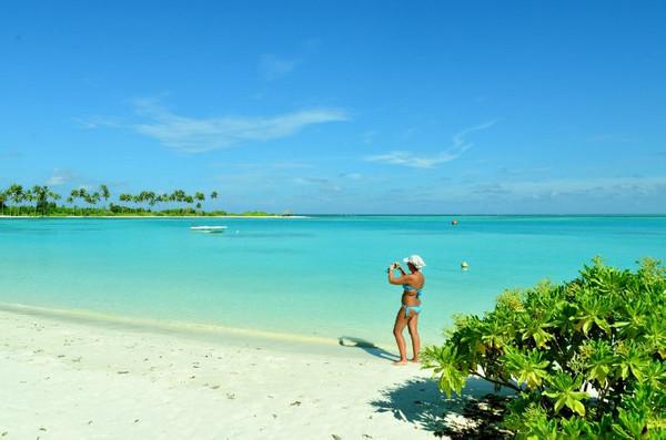 """旅游 正文  """"双鱼""""畅游 双鱼岛东面的海滩是全岛海滨浴场的精华."""