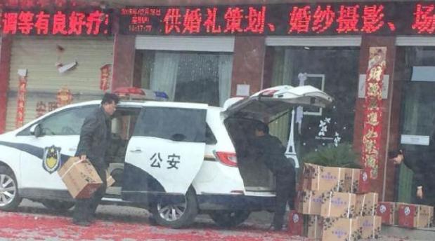 河南一政府公车伪装成警车 真民警开其干私活