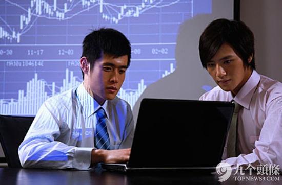 据中国报告大厅发布的金融行业分析及市场研究报告显示,随着经济的高速发展,商业银行、保险公司、证券公司、基金管理公司等金融机构的不断涌现,金融分析师这一类人才十分抢手。以上海为例,未来2年上海对CFA的需求是3000人,而目前上海拥有CFA资格只有30人左右,故高薪争抢金融分析人才在所难免。