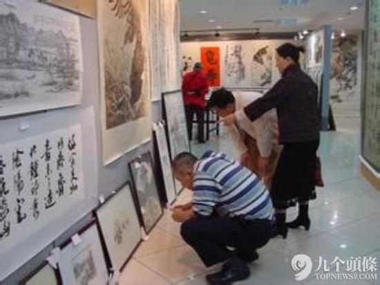 俗话说,乱世黄金,盛世收藏,近些年,收藏热在中国蓬勃兴起。去年全球中国文物艺术品拍卖市场总成交额达548.8亿元人民币,比上年增长28.8%。中国书画仍占最大份额,成交307.1亿元人民币。据公开资料显示,目前艺术品收藏和投资的中国人已经超过1亿。因此书画收藏行业的前景非常可观。