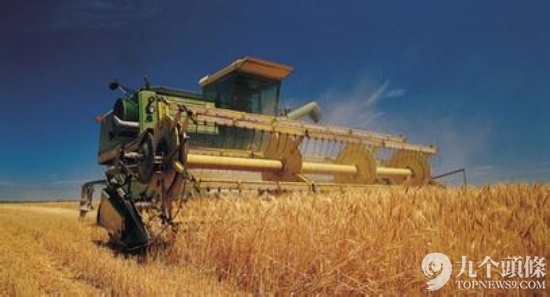 """去年2月,中央一号文件强调,要大力培育农产品现代流通方式和业态,发展农产品网上交易。日前,国家工商总局又出台意见,进一步提出积极支持农业龙头企业、农产品批发市场建立农产品网上交易市场,这些无疑为日渐火热的农产品电商添了一把""""干柴""""。中国是农业大国,农业将成为未来中国最热门和最吃香的行业之一。"""