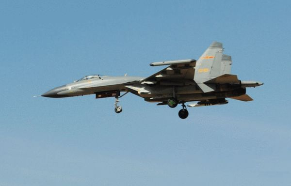 资料图:歼11加挂实弹进行升空作战训练。
