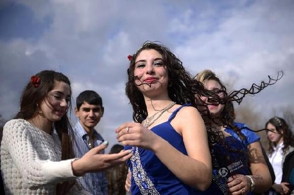 保加利亚新娘集市 少女从小隔离 等着被 未来老公 买走 组图