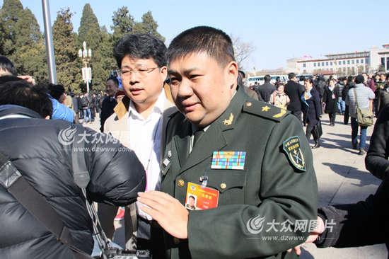 毛新宇称军队反腐很彻底 将建言能源政策