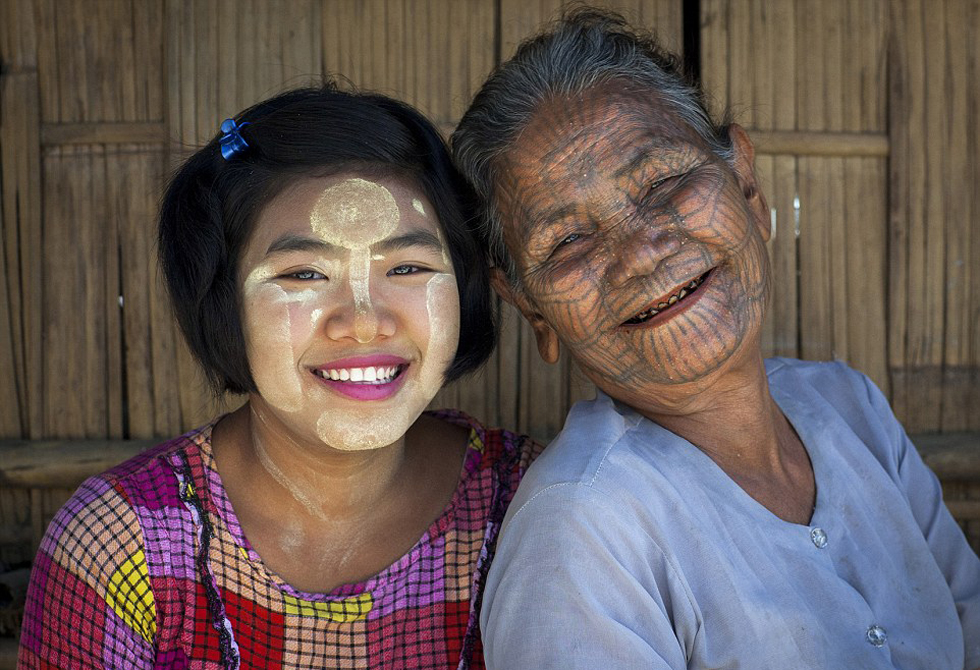 缅甸马根族和钦族等部落的女子以纹身为美.网页截图图片
