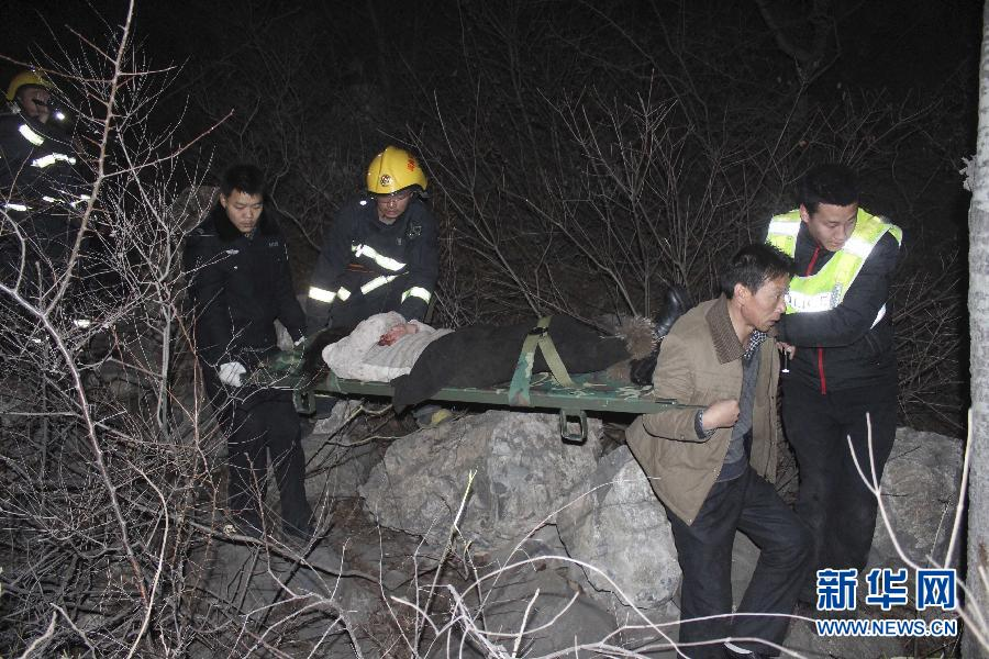 死亡20人_河南安阳林州:大巴车坠崖 20人死亡13人受伤(组图)
