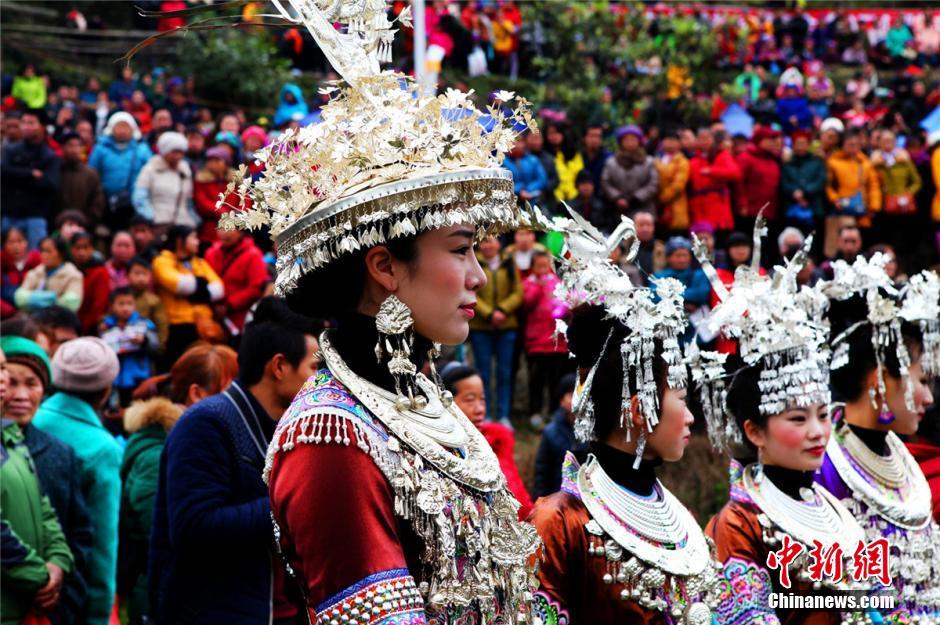融水苗族系列坡会,是以苗族为主的多个少数民族聚会娱乐的民间传统