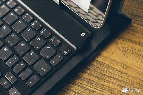 使用时,要打开开关,再同时按键盘上的fn ese键才能启动键盘的蓝牙功能