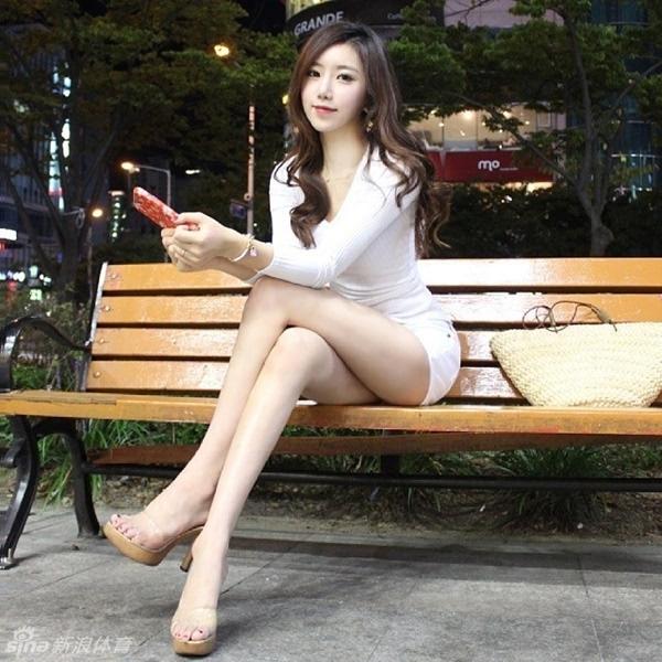 韩国美女健身教练近日因完美身材走红网络