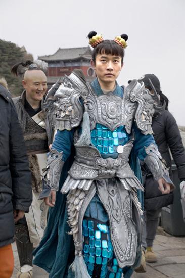 演员韩含在拍摄现场