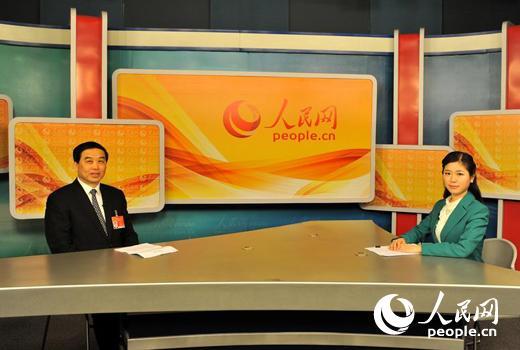 扬州市长朱民阳在人民网演播室接受采访。 (韩淑娴/摄)