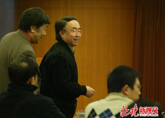 2003年,吕厚民在摄影展发布会现场。(解说见下)