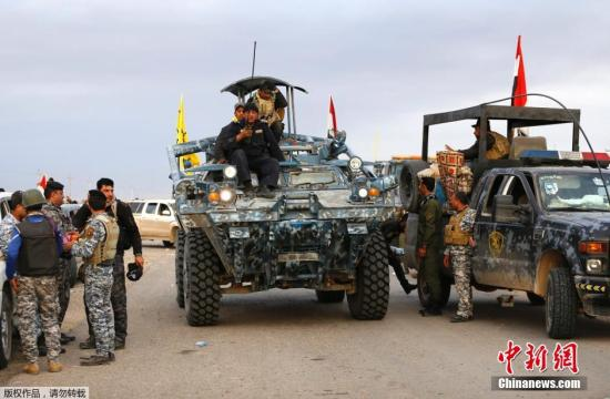 当地时间2015年3月8日,伊拉克阿拉姆郊区,伊拉克军队和什叶派武装8日与极端组织武装分子激战后收复了伊北部萨拉赫丁省阿尔布阿吉勒市,随后继续进攻毗邻该市的位于提克里特市西郊的阿拉姆市。 视频:打击极端组织:伊拉克政府军继续向提克里特推进来源:央视新闻