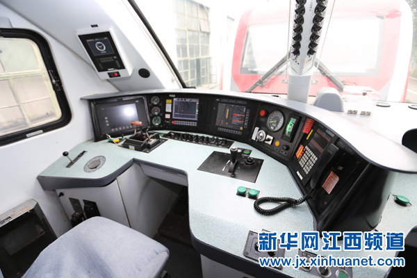 机车调度室上班等待的视频工作人员(涂清轩)铁路持久力图片