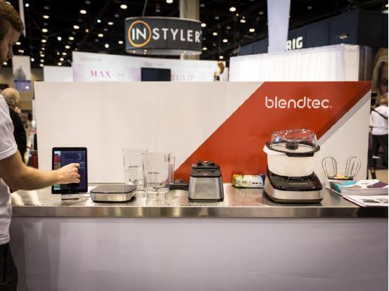 Blendtec公司在展会上展示了一系列支持物联网的厨具,包括慢炖锅、食物称、搅拌机等,采用蓝牙连接,支持手机、平板等设备,可实现更智能化的使用体验。