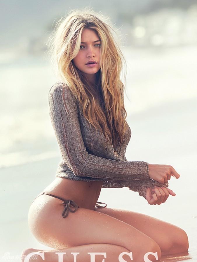 近日,网友整理了模特吉吉-哈迪德(Gigi Hadid)一组写真旧照,当年的模特新秀已脱去稚气,美腿酥胸十分性感。