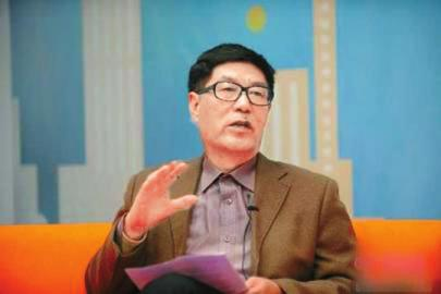国家行政学院公共管理教研部教授、公共行政教研室主任竹立家。