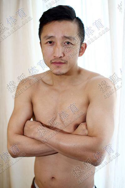 图文:搜狐专访邹市明 半裸邹市明