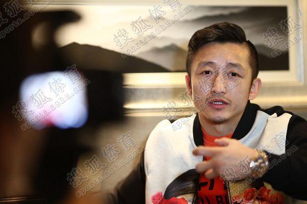 图文:搜狐专访邹市明 手势很丰富