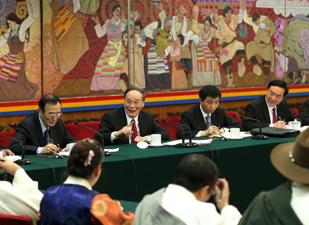 3月12日,中共中央政治局常委、中央纪委书记王岐山参加十二届全国人大三次会议西藏代表团的审议。 新华社记者马占成摄