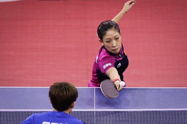 图文:[亚洲杯]冯天薇4-2刘诗雯夺冠 摆短瞬间
