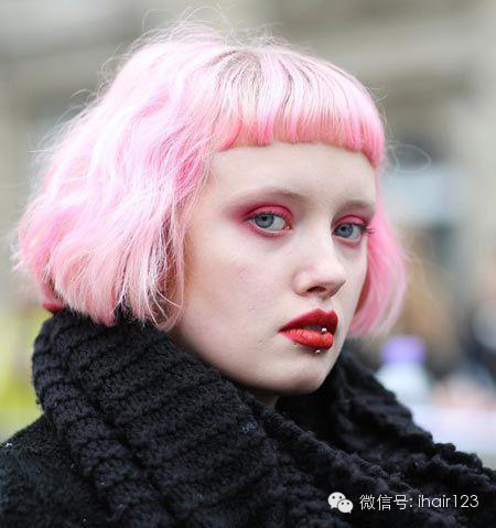 街拍潮女最新短发冬雨!夸张了,有木有?周发型颜色怎么扎好看图片