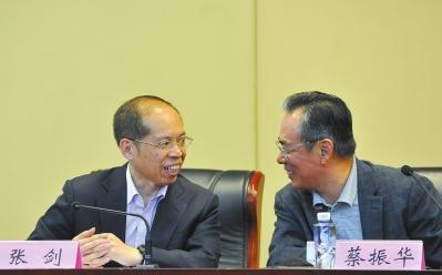 蔡振华、张剑昨日在新闻发布会上。京华时报记者潘之望摄