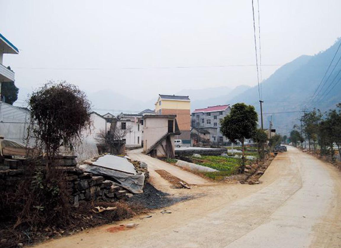 吴芳芳老家淳安县威坪镇朋村,从小到高中时代,吴芳芳都是在这里度过的。