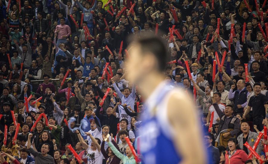 当日,在2014-2015赛季中国男子篮球职业联赛(cba)总决赛第四场比赛中