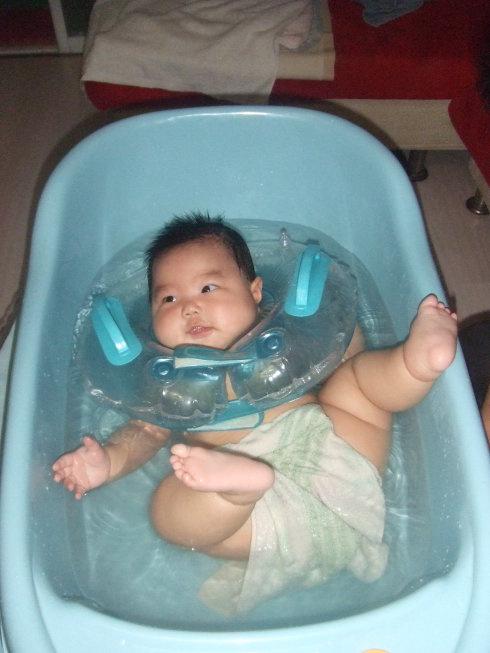 洗澡洗出中度烫伤,宝宝洗澡有禁忌