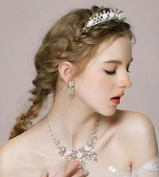 新娘发型自然要漂亮,而复古又唯美的宫廷新娘发型定然让您在结婚当天图片