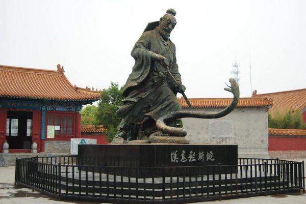 汉兴园是为纪念汉高祖刘邦斩蛇起义开创400余年