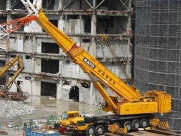 是蛮大的 日本工地施工的工程机械挖掘机