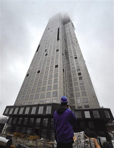 采用模块建造技术建造的57层高楼全景 新华社 图