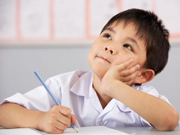 小孩写字卡通画