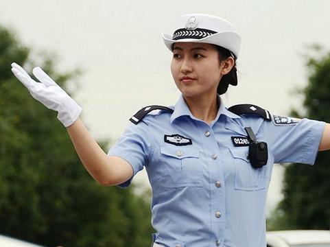 交警手势 - 武汉交警刘伟 - 女交警卡通图片