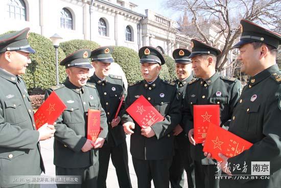 解放军将规范非现役文职人员着装 修三大条令